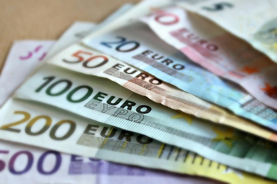 Сотрудники банка сбывали поддельные купюры евро