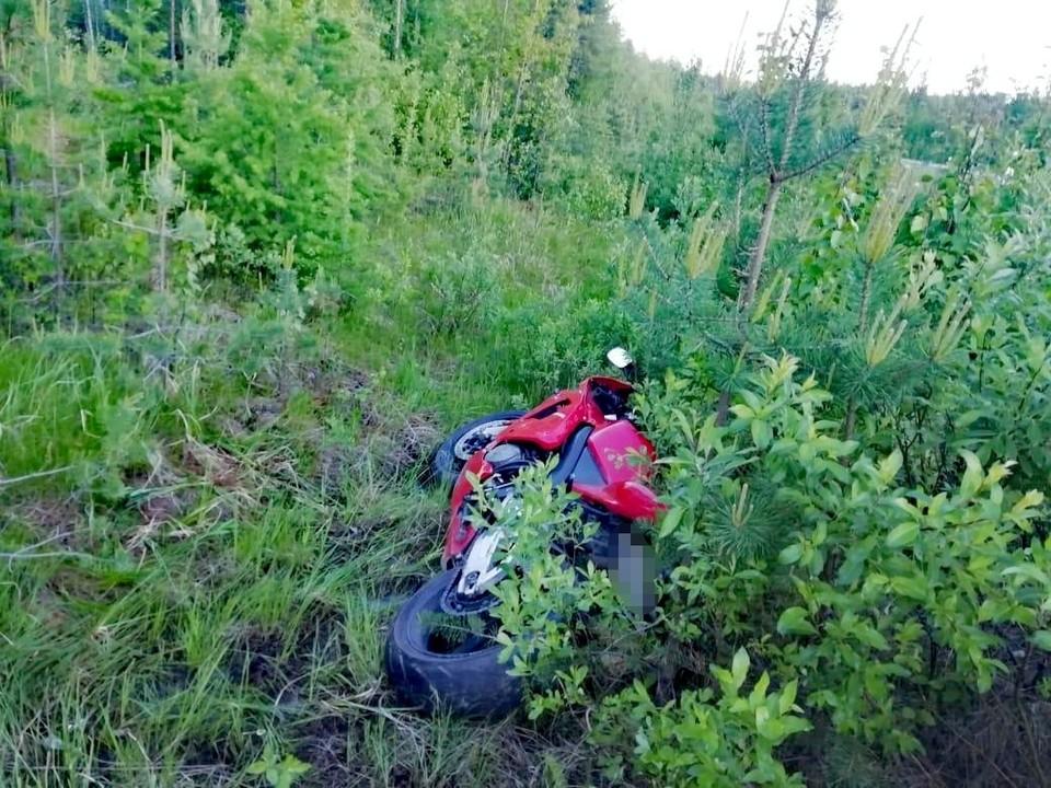 В Югре мотоциклист получил травмы, на скорости выехав в кювет Фото: ГИБДД России