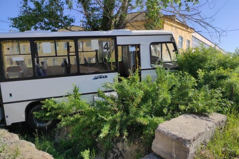 По предварительной информации, у автобуса отказали тормоза. Фото: СУ СКР по Свердловской области
