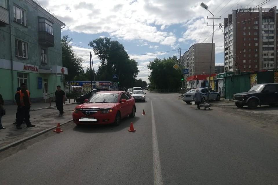 В Новосибирске иномарка сбила школьника, переходившего дорогу не по пешеходному переходу. Фото: Госавтоинспекция по Новосибирску
