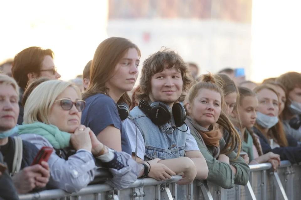 С 12 июня в Петербурге нельзя пускать более 3 тысяч человек на массовые мероприятия в помещении.
