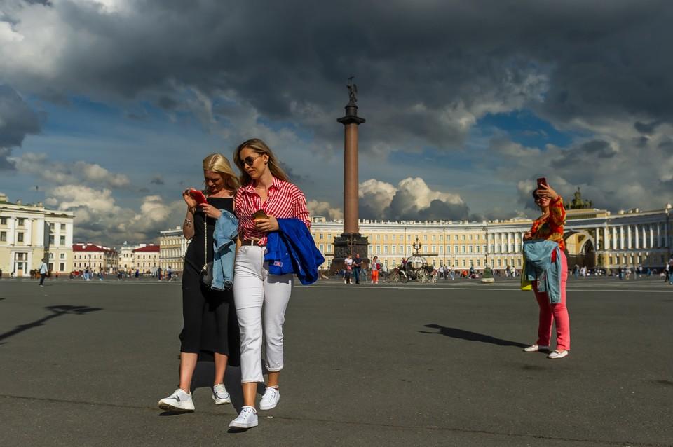 Холодный циклон с грозами идет на Петербург.