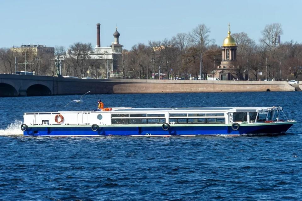 В Петербурге сел на мель теплоход с 30-ю пассажирами.