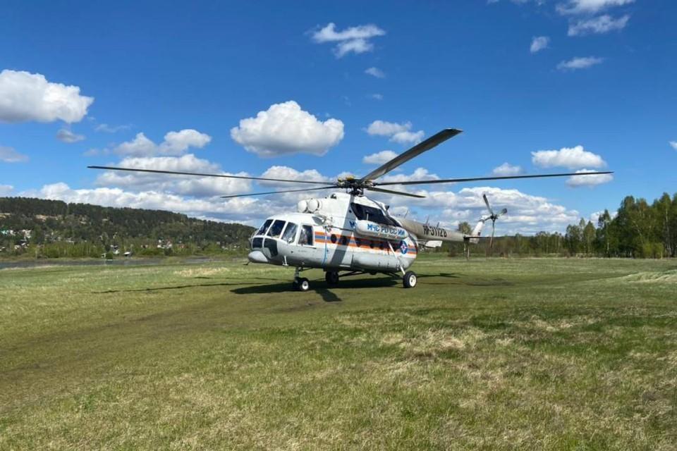 Крупнейший пожар в Иркутской области тушат с помощью вертолета МИ-8 МЧС России