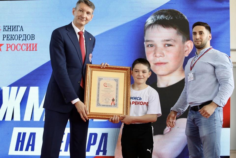 Десятилетний мальчик из Югры побил мировой рекорд в отжиманиях среди детей Фото: Департамент физической культуры и спорта Югры