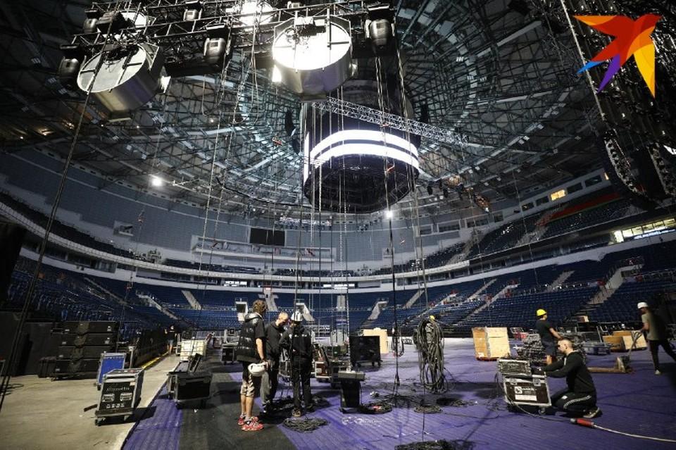 На «Минск-арене» готовятся к концерту группы «Кино»