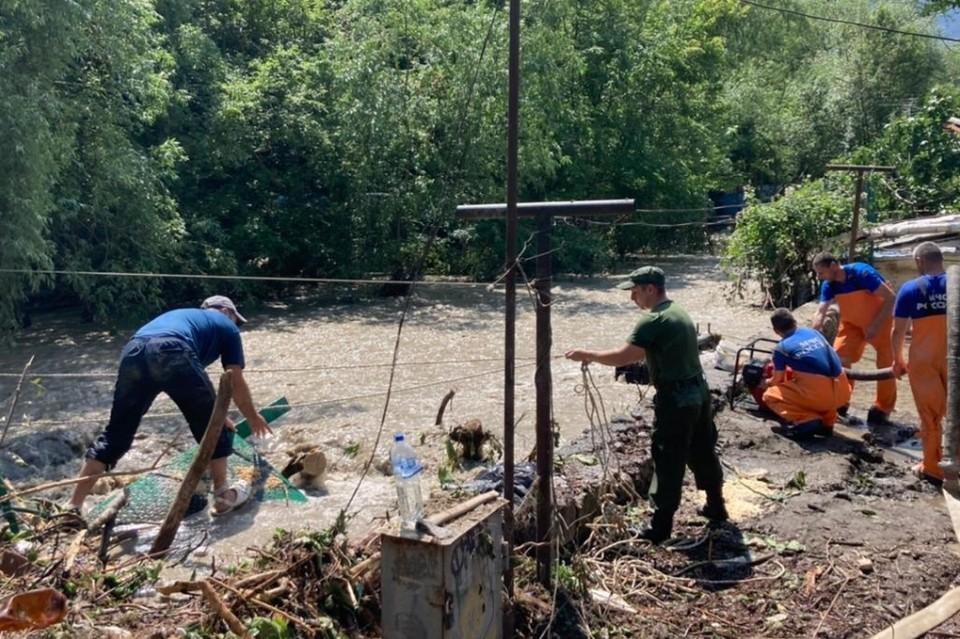 В Крыму продолжают разгребать последствия потопа. Фото: ГУ МЧС по Крыму