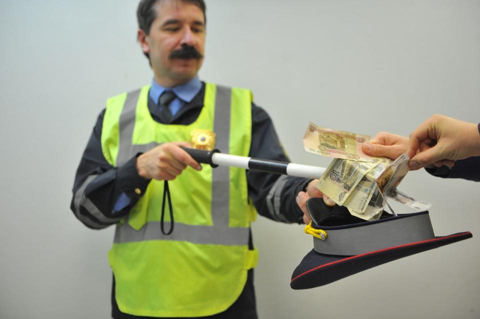 Бывший сотрудник ДПС за деньги не обращал внимания на неисправный транспорт и фиктивные техосмотры коммерческой компании.