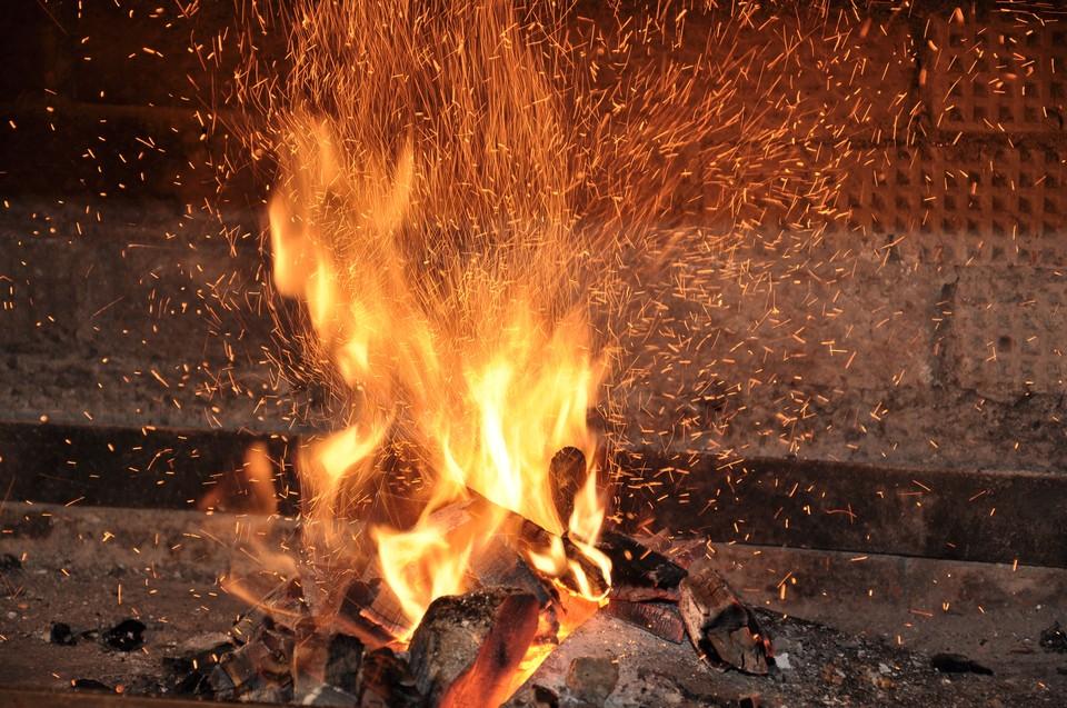Неосторожное обращение с огнем в пьяном состоянии - частая причина пожаров