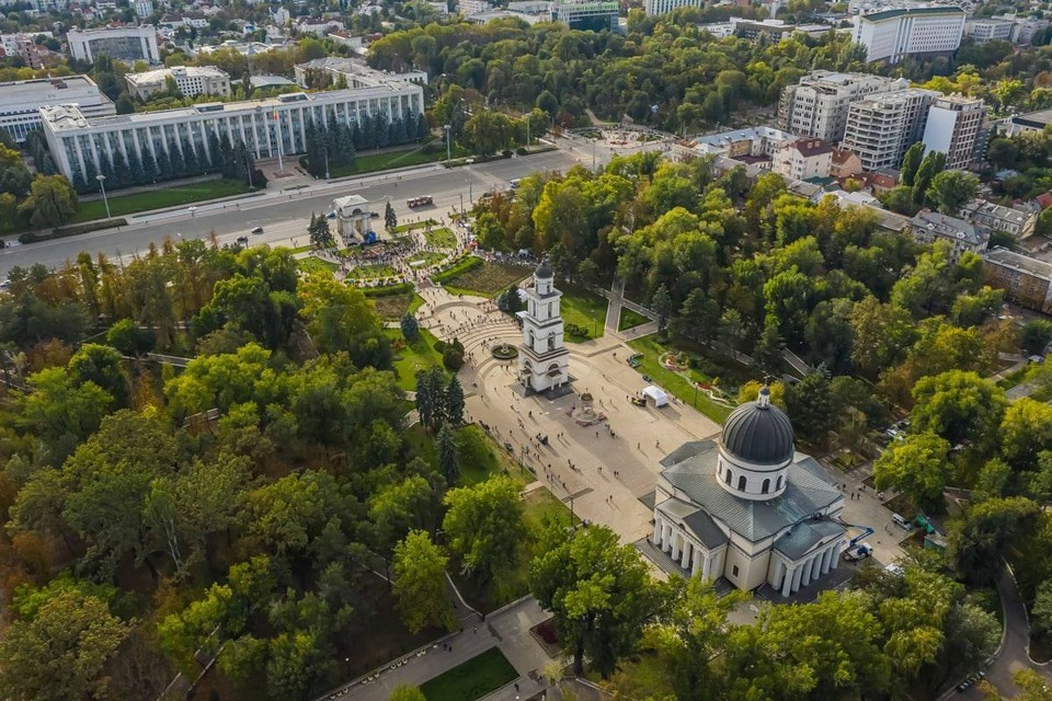 По словам Иона Чебана, для ремонта сквера у Кафедрального собора и парка «Штефан чел Маре» нужен особый подход (Фото: сайт мэра Кишинева).