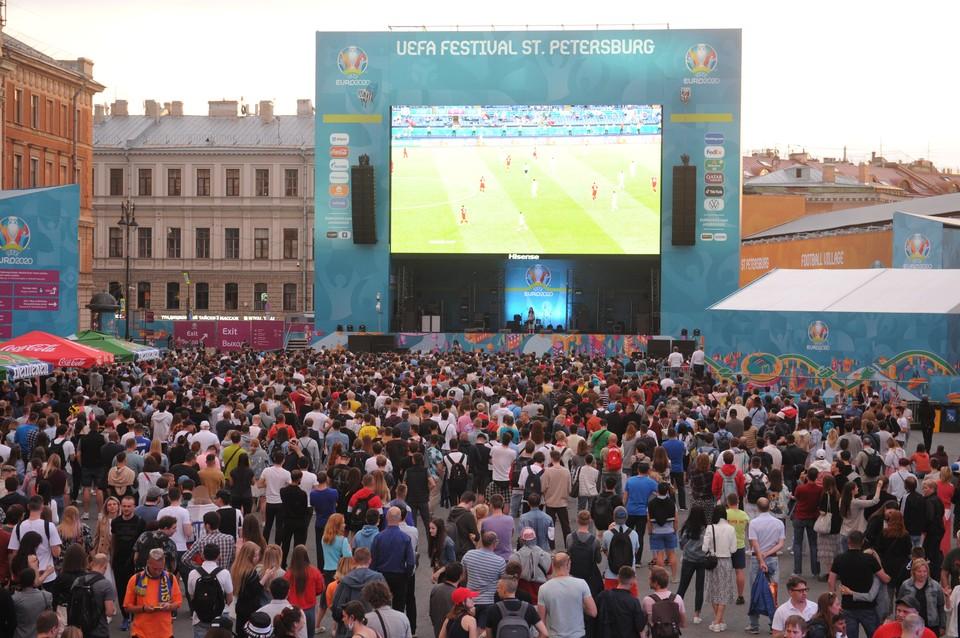 Массовых мероприятий в Петербурге больше не будет.