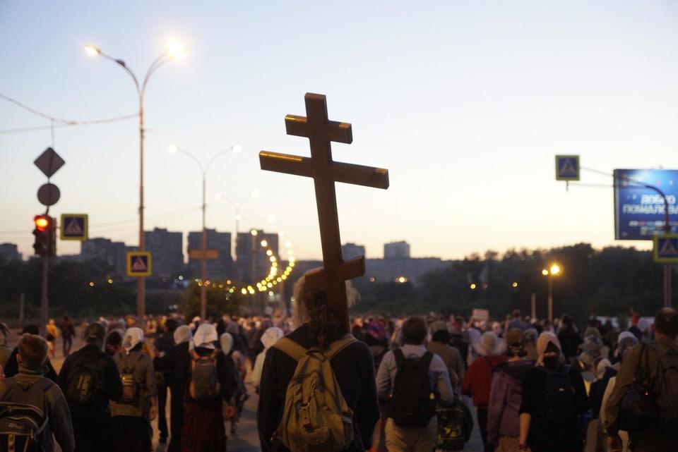 В прошлом году многие участники Крестного хода не надевали маски и не соблюдали социальную дистанцию