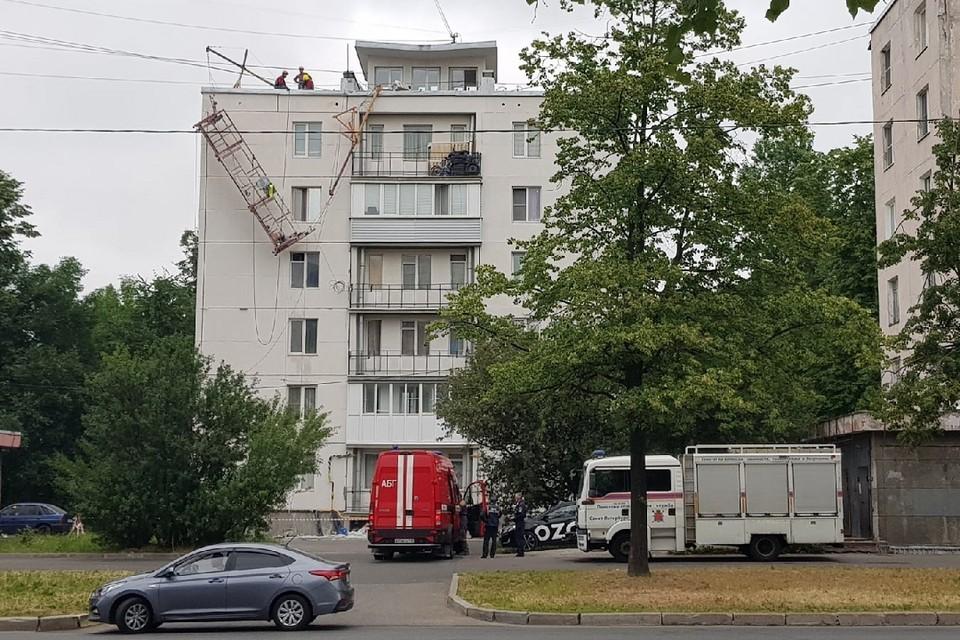 Ремонт на Краснопутиловской улице едва не закончился трагедией. Фото: vk.com/spb_today