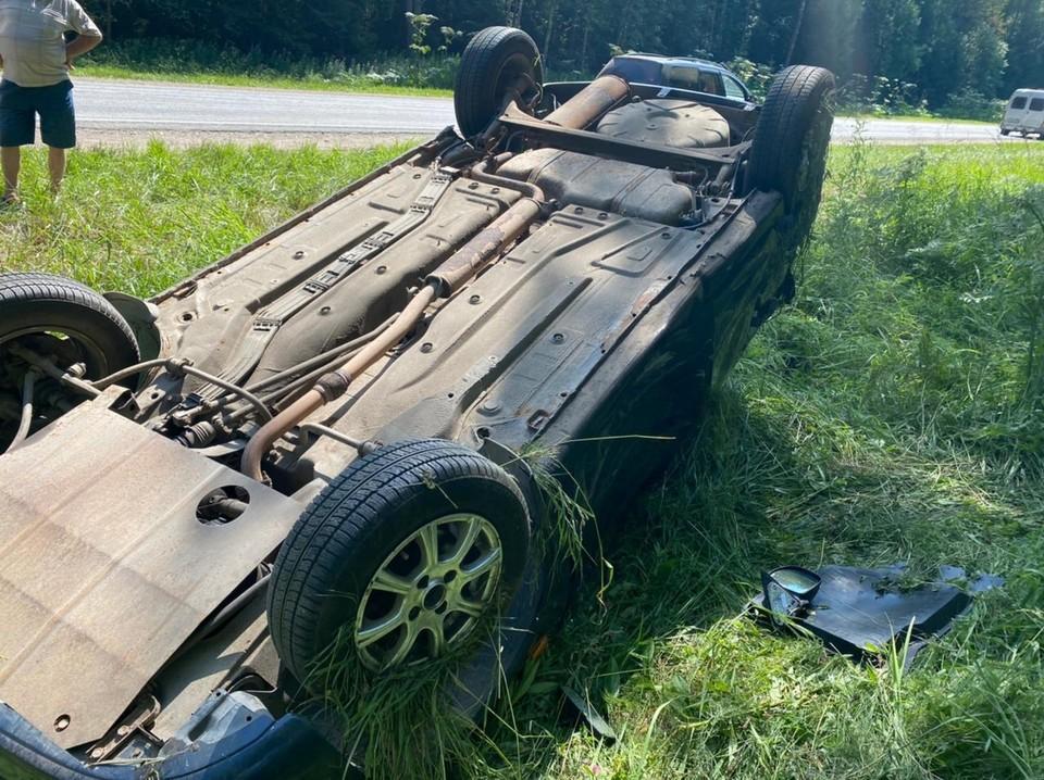 Одна из машин опрокинулась Фото: УГИБДД России по Тверской области