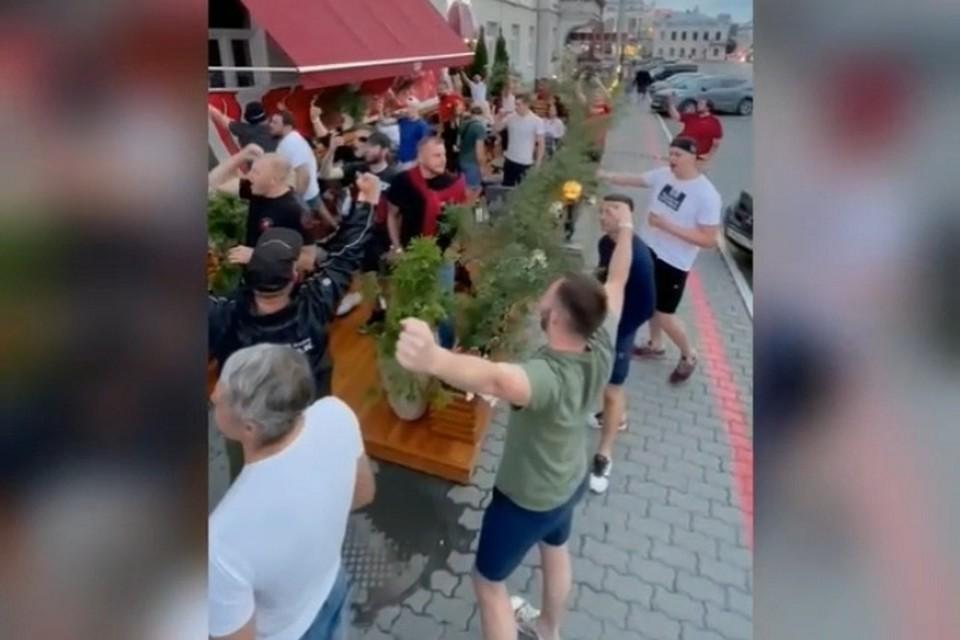 Фанаты Спартака хором спели песню певицы МакSим Фото: скриншот