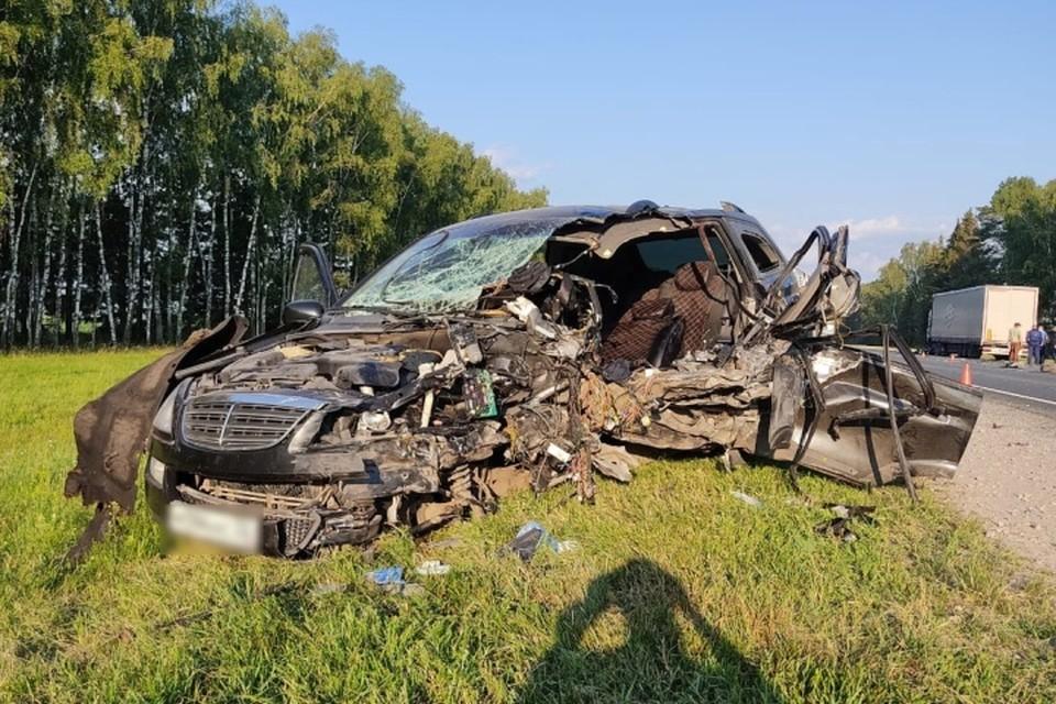 40 - летний водитель иномарки «Ссанг Йонг » вылетел на встречную полосу и врезался в фуру «Скания» с прицепом. Фото: УГИБДД УМВД России по Брянской области.