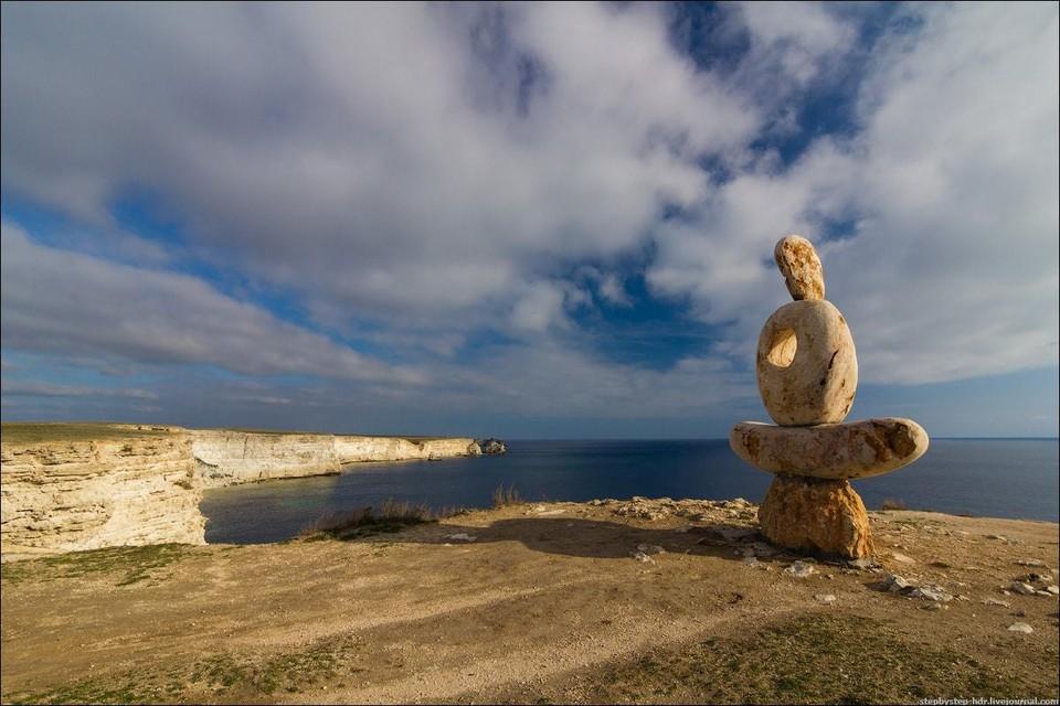 Скульптура «Мыслитель. Сердце Тарханкута». Фото: Яндекс