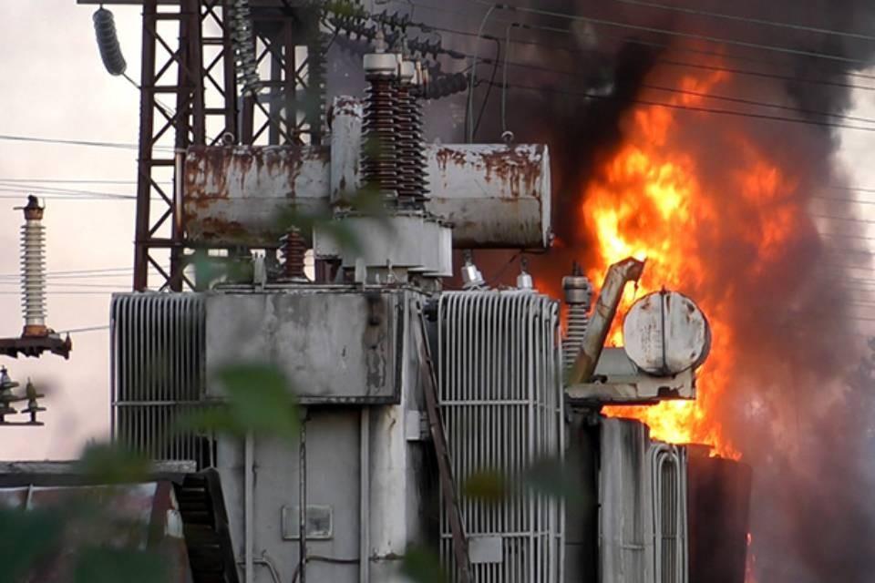 Подстанция в Питкуле горела почти сутки. Фото: hibinform.ru