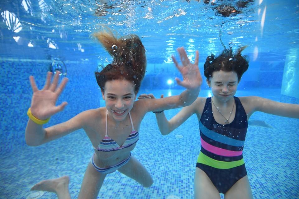 Чтобы научить ребенка плавать, необходимо обладать базовыми знаниями