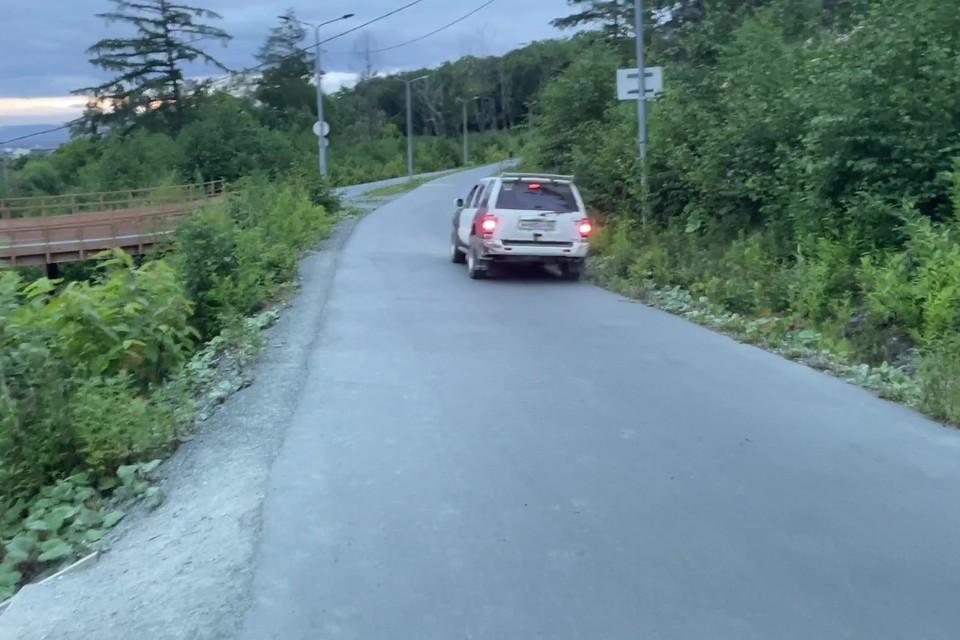 Наверное, водитель заблудилась и искала дорогу