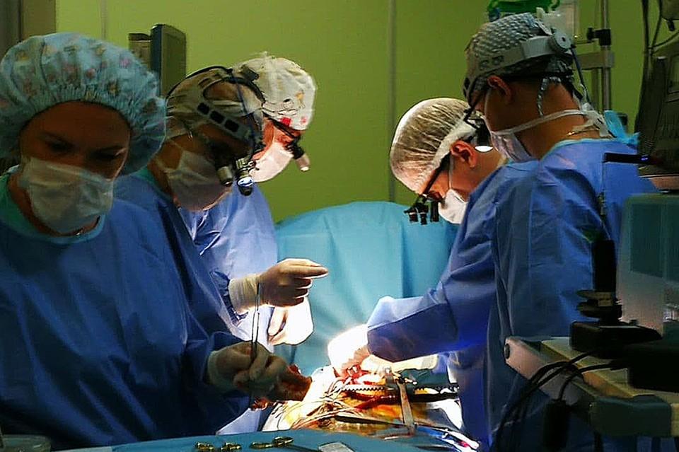 В Беларуси врачи первыми в мировой практике прооперировали ребенка с  аневризмой