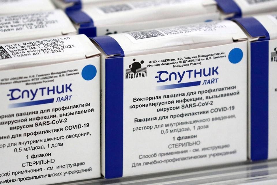 Напомним, что в регион завозят три вида вакцины: «Спутник V» («Гам-КОВИД-Вак»), «ЭпиВакКорона», «КовиВак». Фото: Сергей Фадеичев / ТАСС