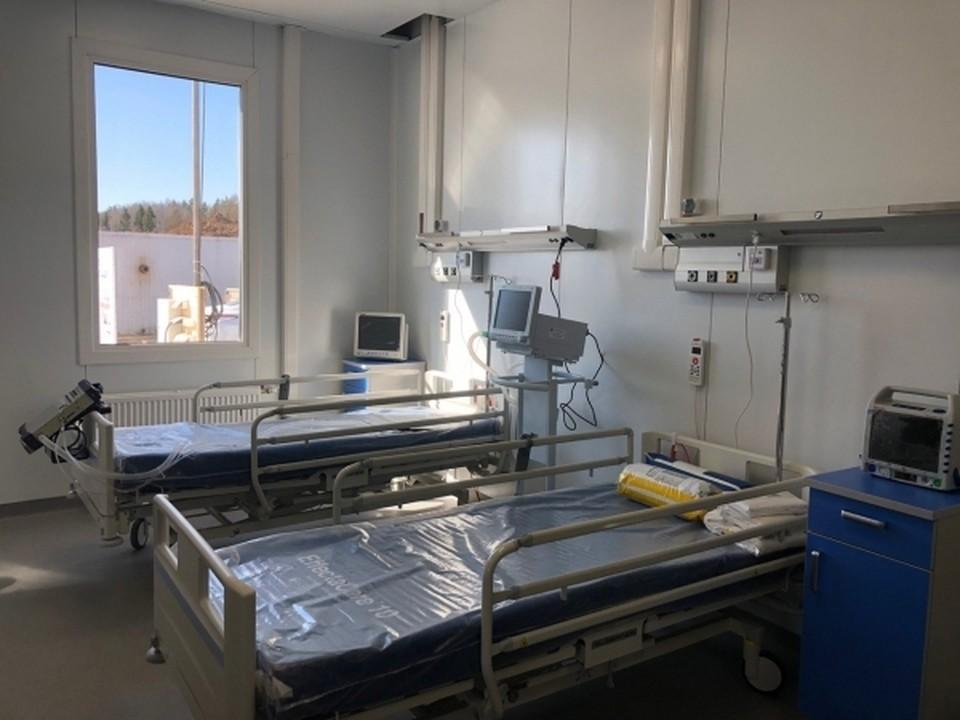 В Омске введут еще почти 500 коек для коронавирусных больных.