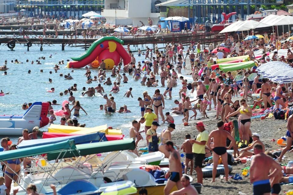 По прогнозам крымских властей, на полуострове должны отдохнуть около 8 миллионов туристов