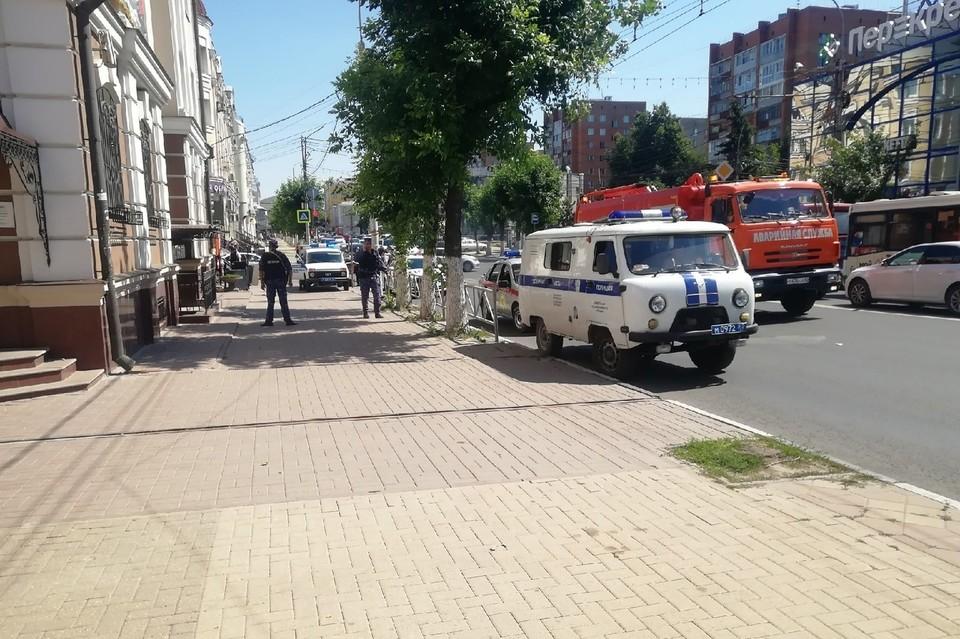 """Офис банка """"Открытие"""" в центре Рязани оцепили."""