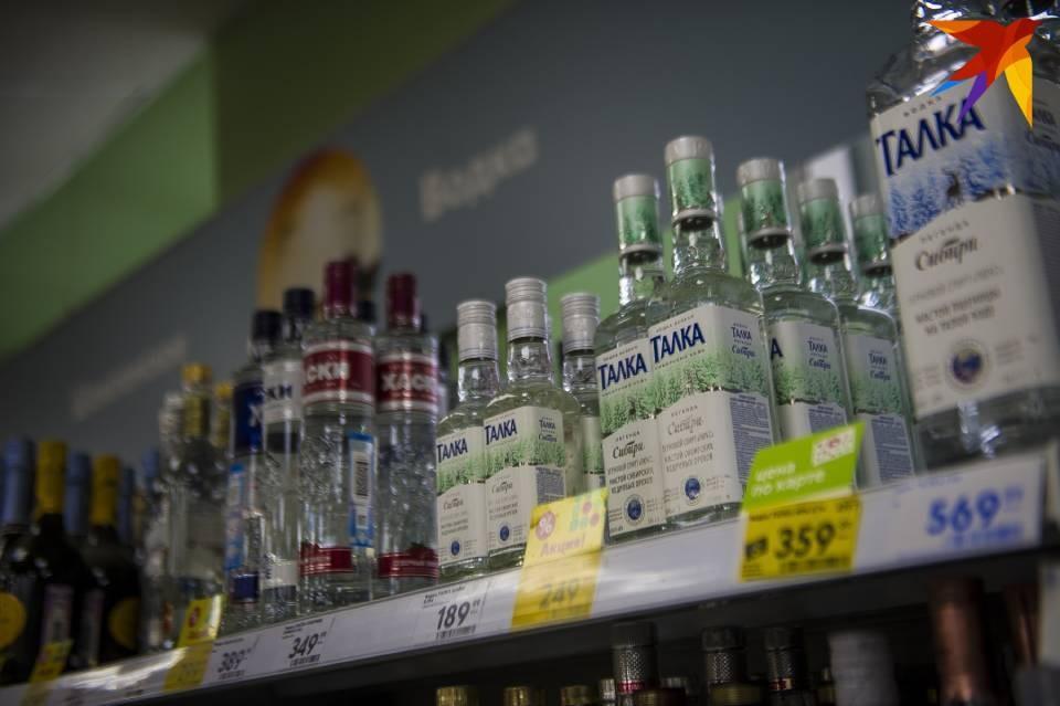 Житель Мончегорска попытался украсть из магазина бутылку водки.