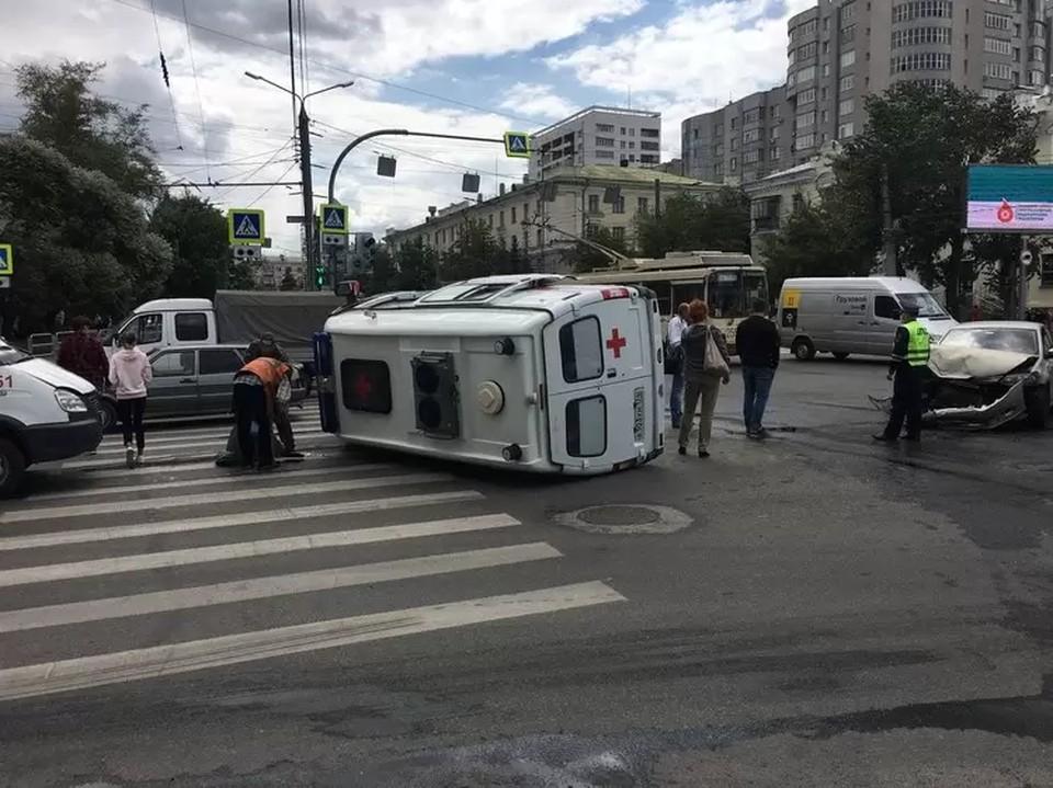 В машине скорой помощи везли двух пациентов