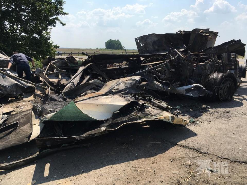 Появились подробности страшного ДТП под Рязанью, в результате которого сгорела фура.