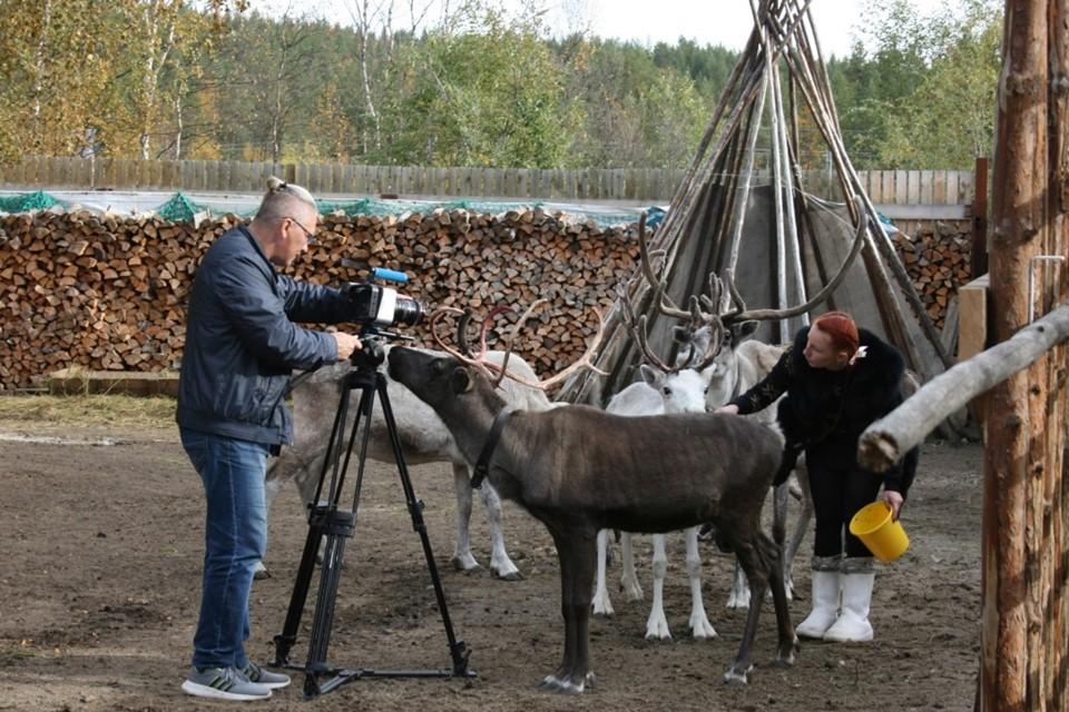 Съемочная группа общалась с оленеводами, саамскими литераторами и краеведами. Фото: Министерство культуры Мурманской области.