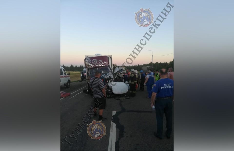 Удар был такой силы, что легковая машина отлетела на полосу встречного движения и уже там врезалась в грузовик