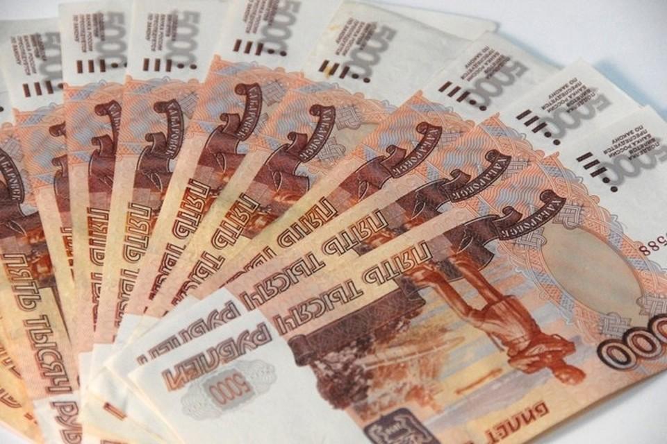 1 сентября 800 брянских педагогов получат доплату в размере 5 тысяч рублей за кураторство студенческих групп.