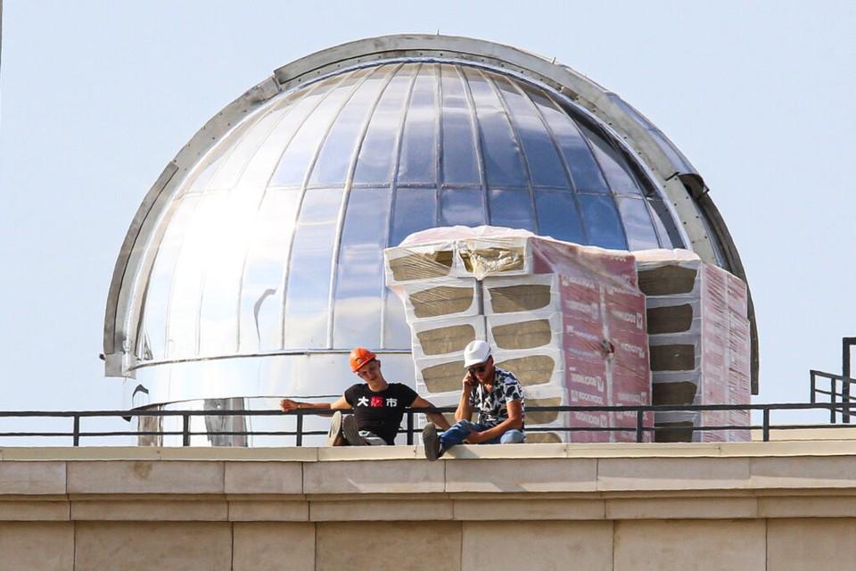 Петербуржцы заметили обсерваторию на школе в Петроградском районе / Фото: Мойка78