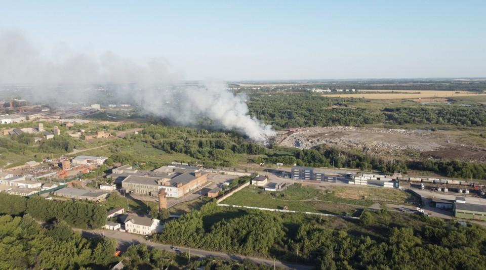 В Новомосковске Тульской области горела городская свалка
