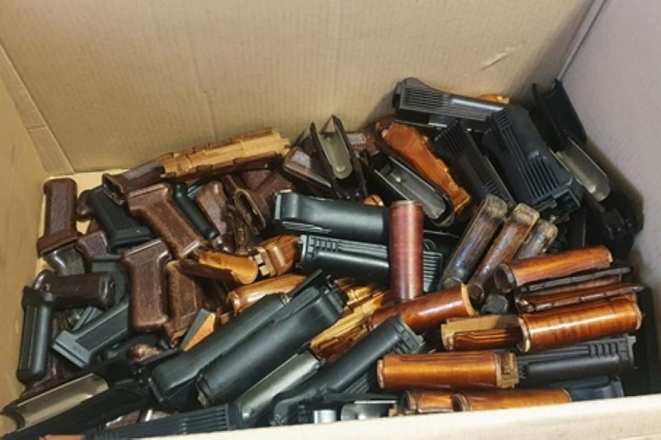 При обыске нашли 587 единиц военной продукции. Фото: пресс-служба Южной оперативной таможни