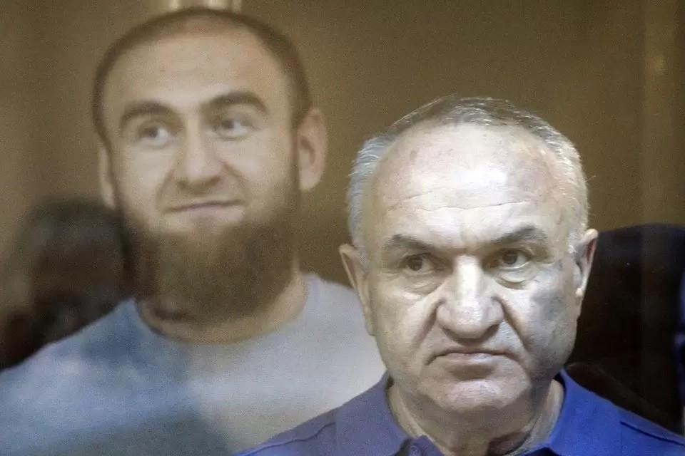 Ранее Арашуковы настаивали на том, чтобы дело было рассмотрено судом присяжных