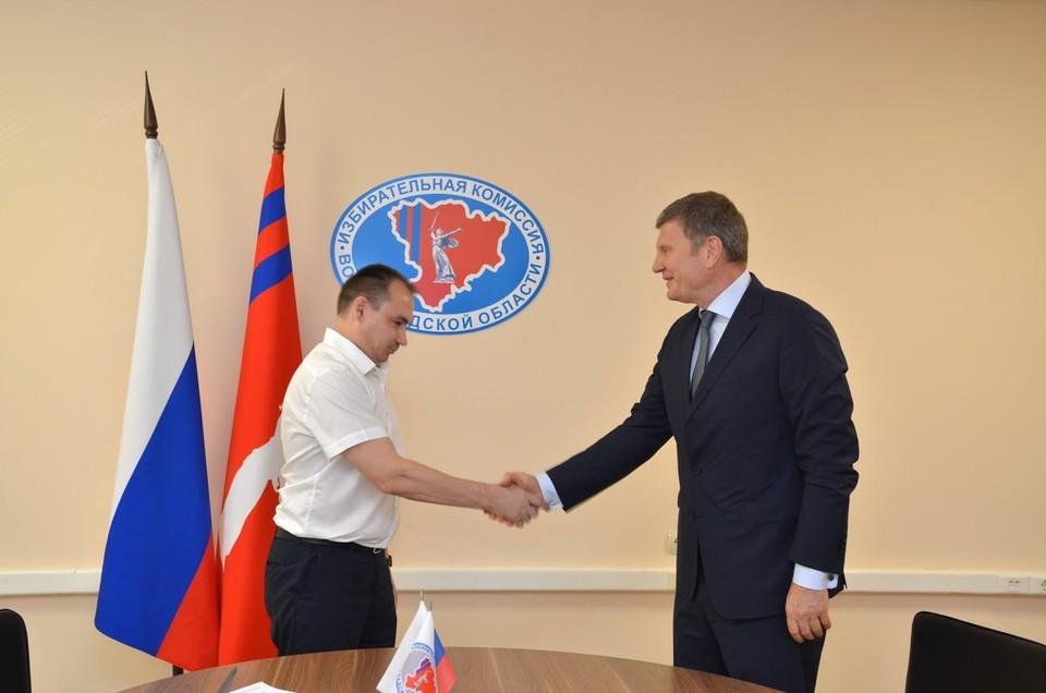 Депутат облдумы подал документы в региональный избирком.