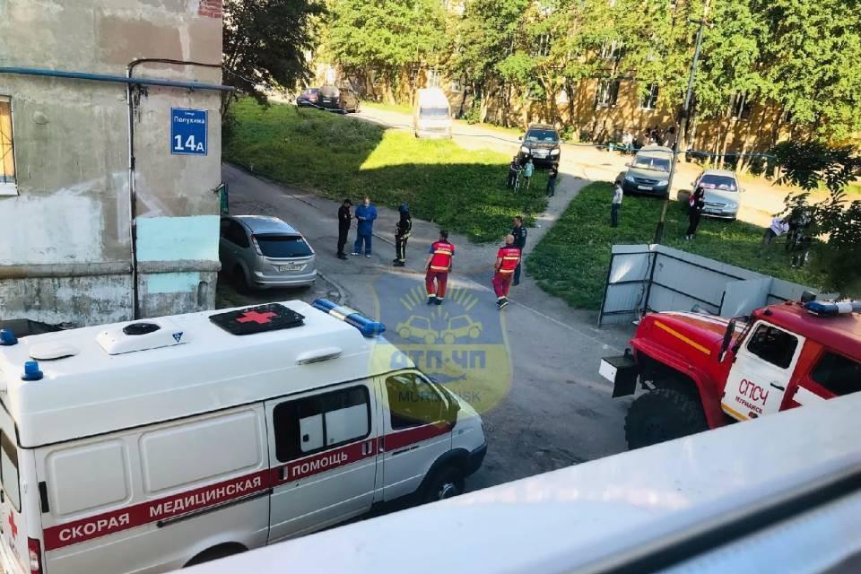 У дому №14а на улице Полухина были стянуты экстренные службы. Фото: vk.com/murmansk_dtp