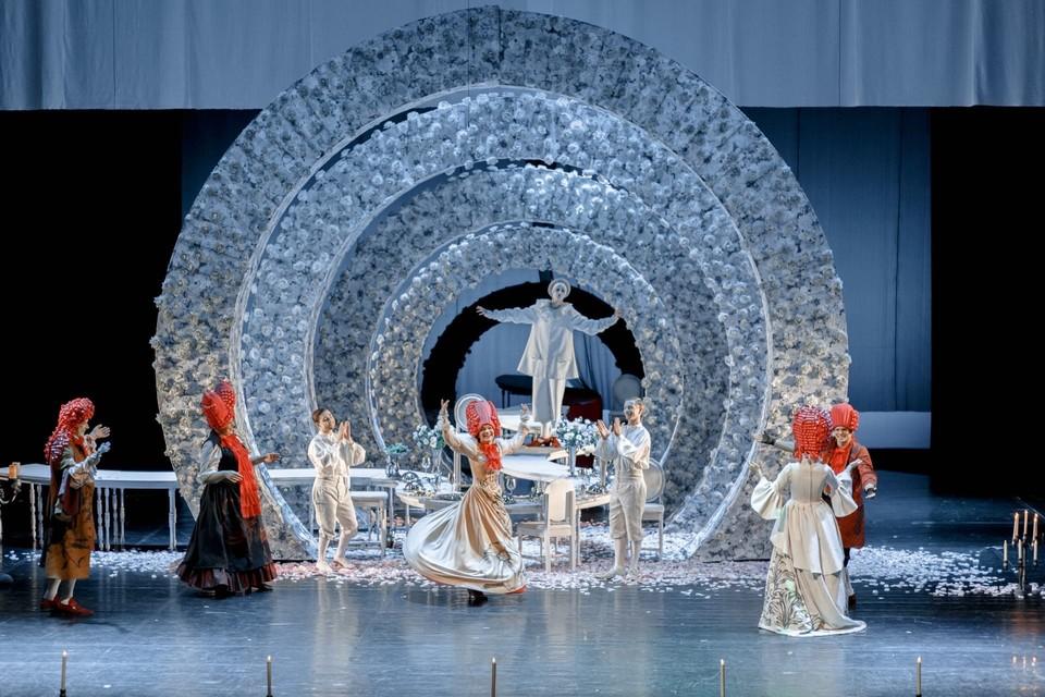 В Омске покажут семь спектаклей Тюменского БДТ, в том числе – «Тартюф». Фото: vk.com/teatr72