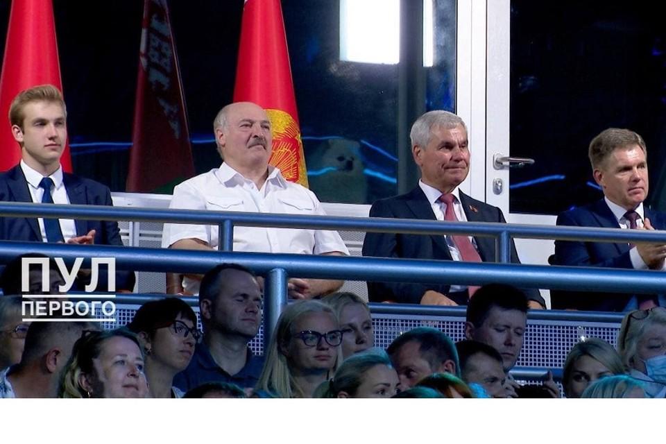 """На открытии """"Славянского базара"""" Лукашенко сопровождал необычный гость. Фото: телеграм-канал """"Пул Первого"""""""