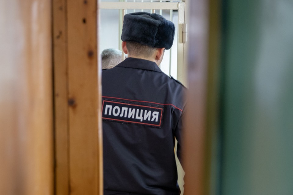 Росгвардейцы передали задержанных полицейским