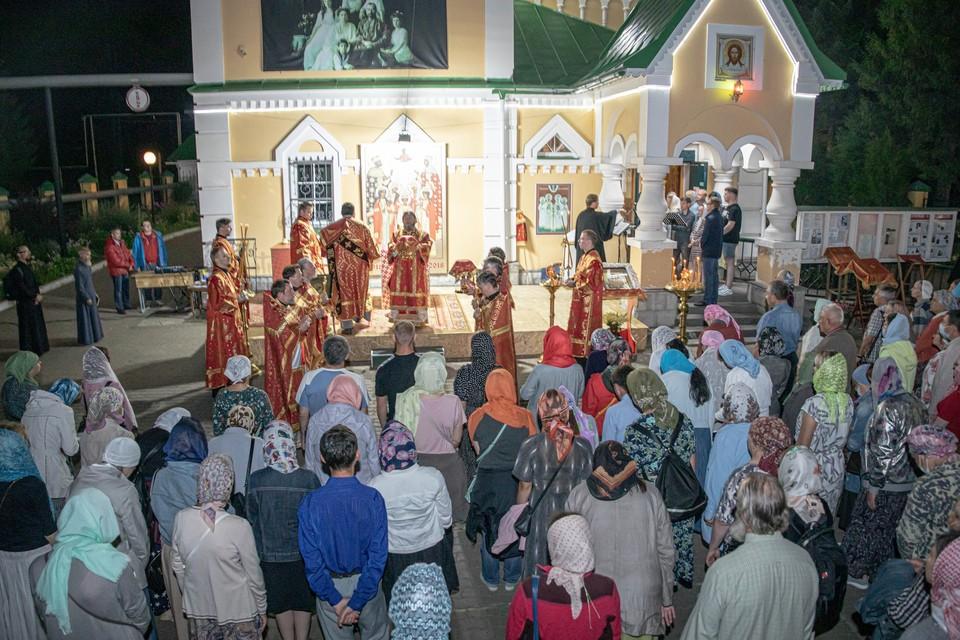 Богослужения завершились у храма Царственных мучеников в Ижевске Фото: пресс-служба Ижевской епархии