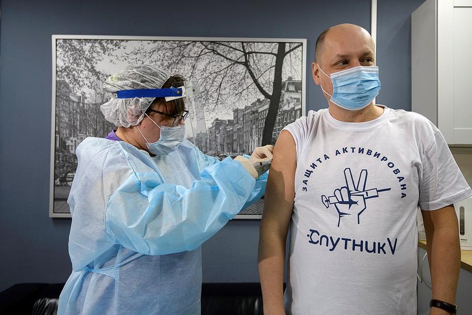 """Вакцина """"Спутник V"""" оказалась действенной в 90% случаев."""