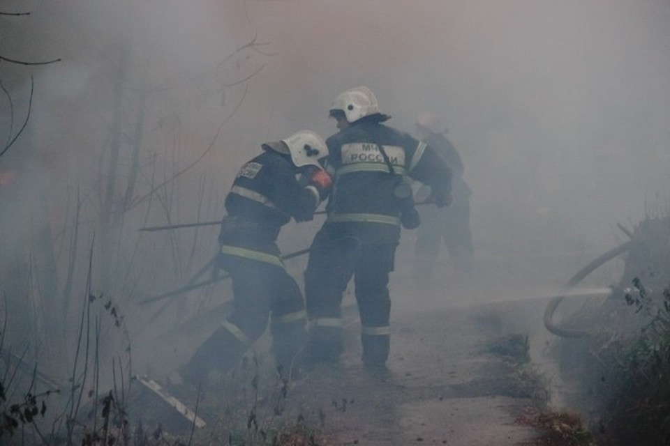 В гараже находилось 11 человек, огонь мгновенно охватил все помещение.