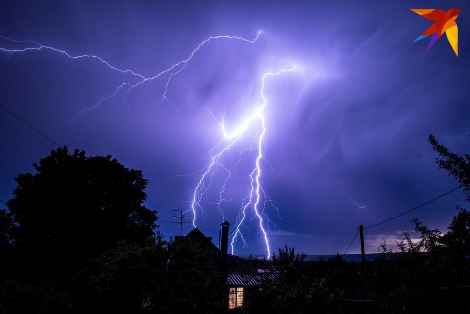 В некоторых районах синоптики обещают сильный дождь и грозу