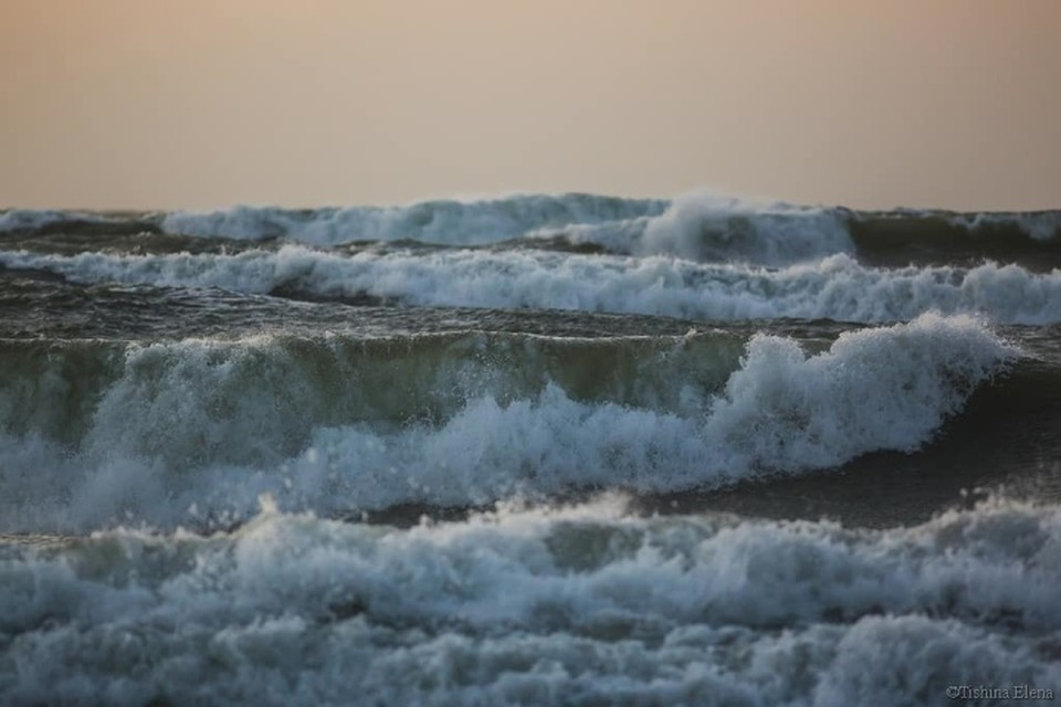 В субботу на Балтике было ветрено, купаться в такую погоду довольно опасно из-за разрывных течений.