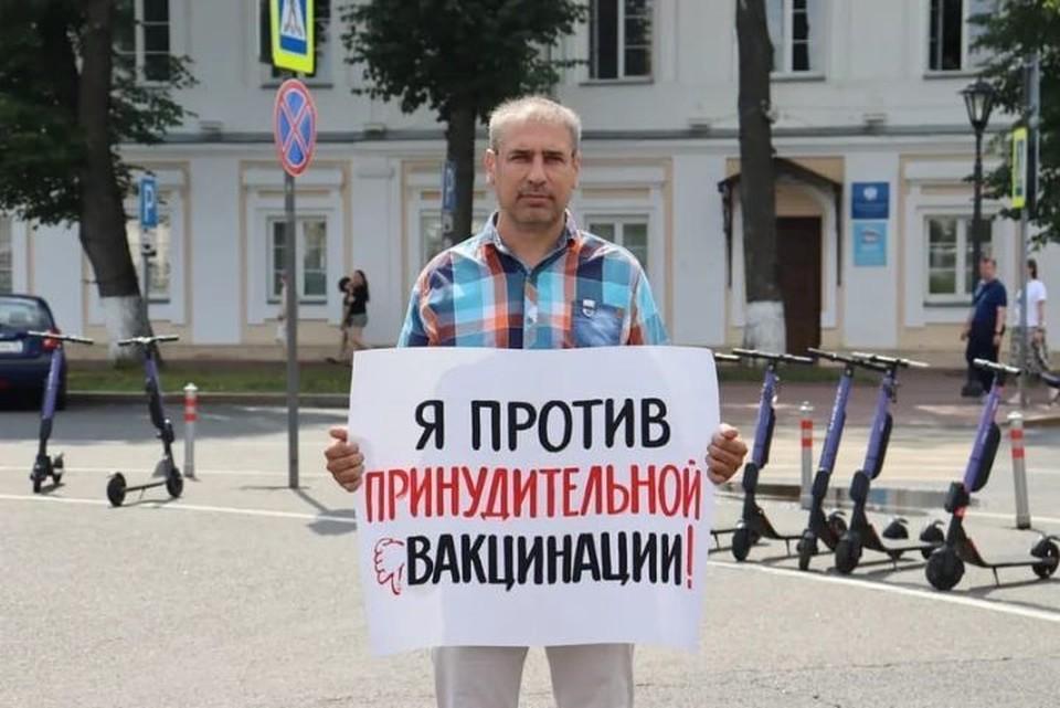На Советской площади продолжаются одиночные пикеты против принудительной вакцинации. ФОТО: страница Андрея Броя ВКонтакте